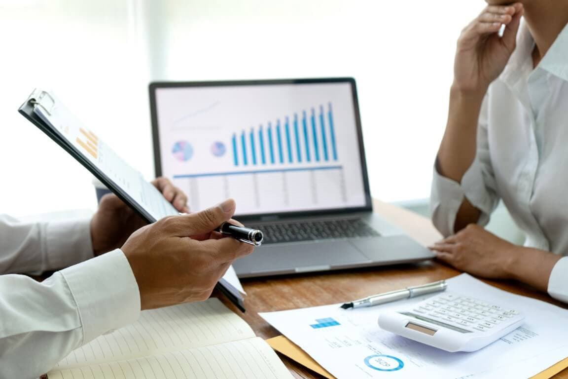 CORPORATE COMMITTEE ACCOUNTING EXPERT