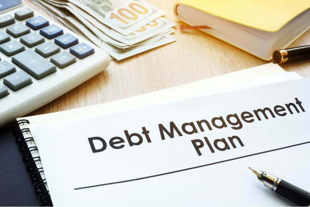 DEBT MANAGEMENT OF LOCAL AUTHORITIES AND STRUCTURED PRODUCTS