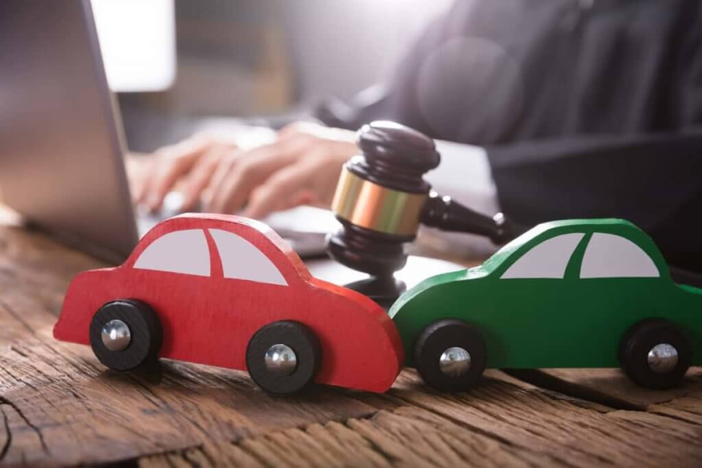 A Car Accident Lawyer Has a Deep Knowledge of the Law