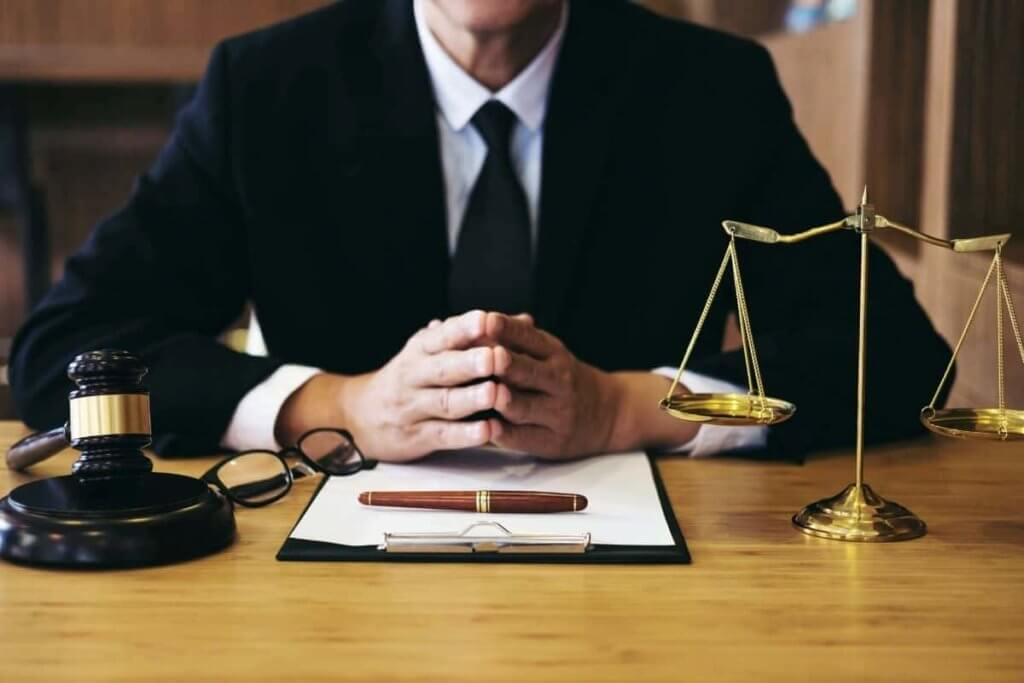 When to Hire a Criminal Defense Lawyer